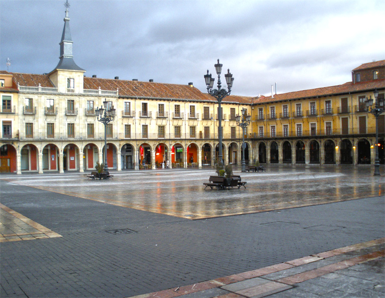 PLAZA MAYOR EN IMAGENES Plaza-mayor-leon